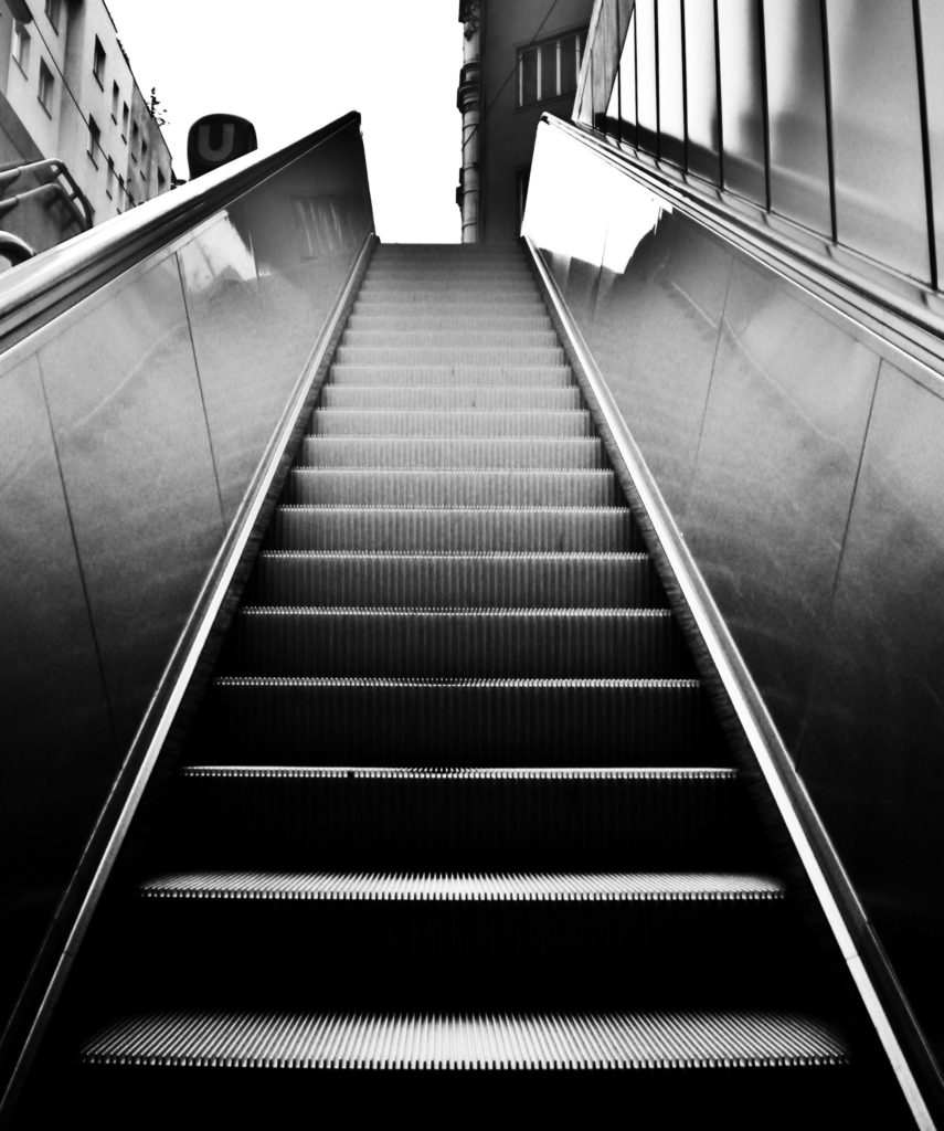 escalator-443813